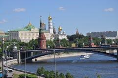 Vista del río de Moscú imagen de archivo libre de regalías