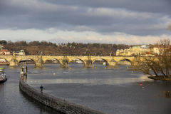 Vista del río de Praga Imagen de archivo libre de regalías