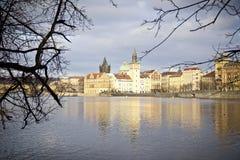 Vista del río de Praga Imágenes de archivo libres de regalías