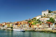 Vista del río del Duero y del centro histórico de Oporto, Portugal Foto de archivo libre de regalías