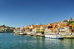Vista del río del Duero y del centro histórico de Oporto, Portugal Imagenes de archivo
