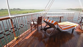 Vista del río el Nilo en Egipto del barco de lujo de la travesía almacen de video