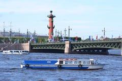 Vista del río Neva imagen de archivo libre de regalías
