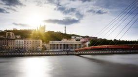 Vista del río Saone al principio de la puesta del sol en la ciudad de Lyon Imágenes de archivo libres de regalías