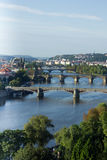 Vista del río y de los puentes en la salida del sol, Praga, el Cze de Moldava Fotografía de archivo libre de regalías