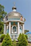 Vista del rotunda di Santo-acqua sul quadrato al Trin santo Fotografia Stock