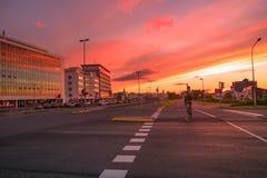 Vista del ` s de Reykjavik céntrico en la puesta del sol Fotografía de archivo libre de regalías