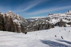 Vista del Sassongher con neve nelle dolomia italiane Immagine Stock Libera da Diritti