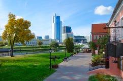 Vista del sobborgo della trinità, plaza reale del centro di affari, Minsk, Bela Immagini Stock