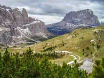 Vista del soporte Sassolungo del paso en las dolomías, Italia de Gardena imagen de archivo libre de regalías