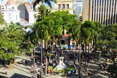 Vista del squarein Medellin, Colombia de Berrio fotografía de archivo libre de regalías