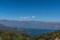 Vista del sud atitlan del lago, San Lucas Toliman Guatemala fotografie stock
