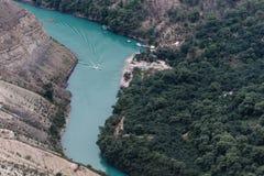 Vista del Sulak dal villaggio di Dubki da un'altezza di 900 metri sopra il livello del mare Canyon di Sulak, Dagestan fotografia stock libera da diritti