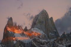 Vista del supporto Fitzroy durante l'alba Patagonia dell'Argentina in autunno Fotografia Stock