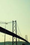 Vista del 25ta de April Bridge en Lisboa, Portugal Imagen de archivo libre de regalías