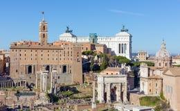 Vista del Tabularium, l'arco del della Patria dalla collina del palatino, Roma, Italia di Altare e di Settimio Severo Fotografia Stock
