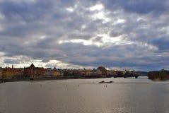 Vista del teatro nazionale del fiume e di Praga della Moldava Fotografia Stock