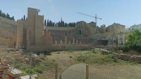 Vista del teatro romano a Cartagine durante la ricostruzione archivi video