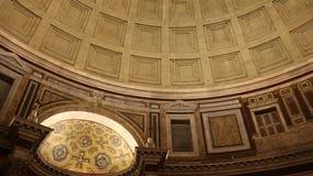 Vista del techo del panteón Ventanas viejas hermosas en Roma (Italia) almacen de metraje de vídeo