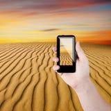 Vista del telefono e del deserto delle cellule Immagine Stock