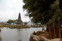 Vista del tempio bratan fotografie stock libere da diritti
