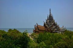 Vista del tempio di verità thailand immagini stock