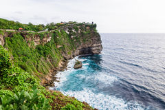 Vista del tempio e della roccia, Bali Fotografie Stock Libere da Diritti