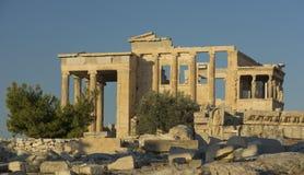 Vista del templo de Athena y de Poseidon en la acrópolis adentro en Fotos de archivo libres de regalías