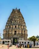 Vista del templo de Shiva-Virupaksha situada en las ruinas de la ciudad antigua Vijayanagar en Hampi, la India fotografía de archivo libre de regalías
