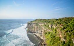 Vista del templo del acantilado y del mar del Balinese Imagen de archivo