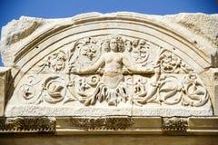 Vista del templo del ` s de Hadrian, ciudad antigua de Ephesus Foto de archivo