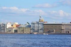 Vista del terraplén del palacio Fotografía de archivo