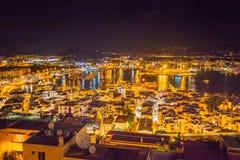 Vista del tetto alla notte sul porto da Catedral de Santa Maria fotografie stock libere da diritti