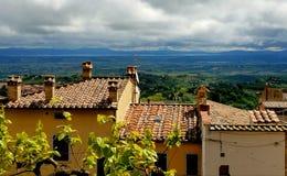 Vista del tetto della Toscana da Montepulciano, Italia Fotografia Stock