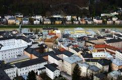 Vista del tetto di una città in Austria fotografie stock