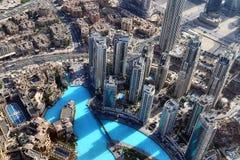 Vista del tetto sul Dubai dal 154° piano del Burj Khalifa immagini stock libere da diritti