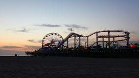 vista del timelapse di 4K UltraHD A del pilastro di Santa Monica alla notte video d archivio