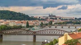 Vista del timelapse di Praga dalla piattaforma di osservazione di Visegrad praga Repubblica ceca video d archivio