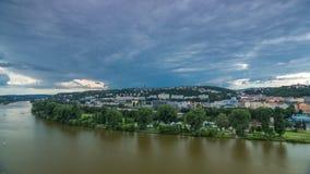 Vista del timelapse di Praga dalla piattaforma di osservazione di Visegrad praga Repubblica ceca stock footage