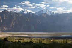 Vista del valle de Nubra, Ladakh, Jammu y Cachemira, la India Foto de archivo libre de regalías