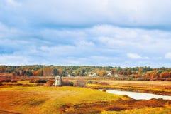 Vista del valle del río de Soroti en Pushkinskiye sangriento, Rusia - paisaje rural del otoño Imagenes de archivo