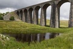 Vista del viaducto del ferrocarril de Ribblehead Yorkshire, Inglaterra, Reino Unido Fotografía de archivo libre de regalías