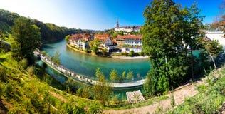 Vista del viejo centro de ciudad de Berna con el río Aare Berna es capital de Imágenes de archivo libres de regalías