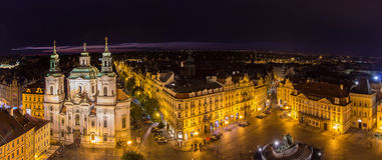 Vista del viejo cuadrado de ciudad en Praga Foto de archivo