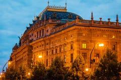 Vista del viejo teatro nacional en Praga Foto de archivo libre de regalías