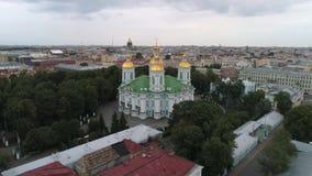 Vista del viejo vídeo aéreo del St Nicholas Cathedral St Petersburg, Rusia almacen de video