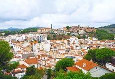 Vista del villaggio catalano di Sant Pol de Mar, regione di Maresme, provincia Barcellona, Catalogna, Spagna immagini stock