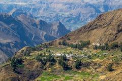 Vista del villaggio Ccochapampa Fotografia Stock Libera da Diritti