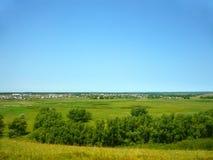 Vista del villaggio dalla collina Fotografie Stock