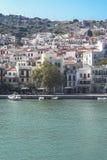 Vista del villaggio della città di Skopelos fotografie stock libere da diritti